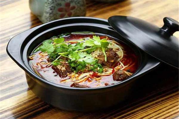 紫砂锅拌饭
