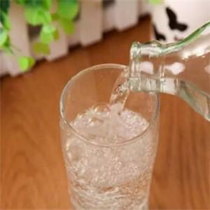 雪鹤苏打水